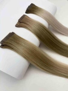 Tape Extensions in hellen Farben