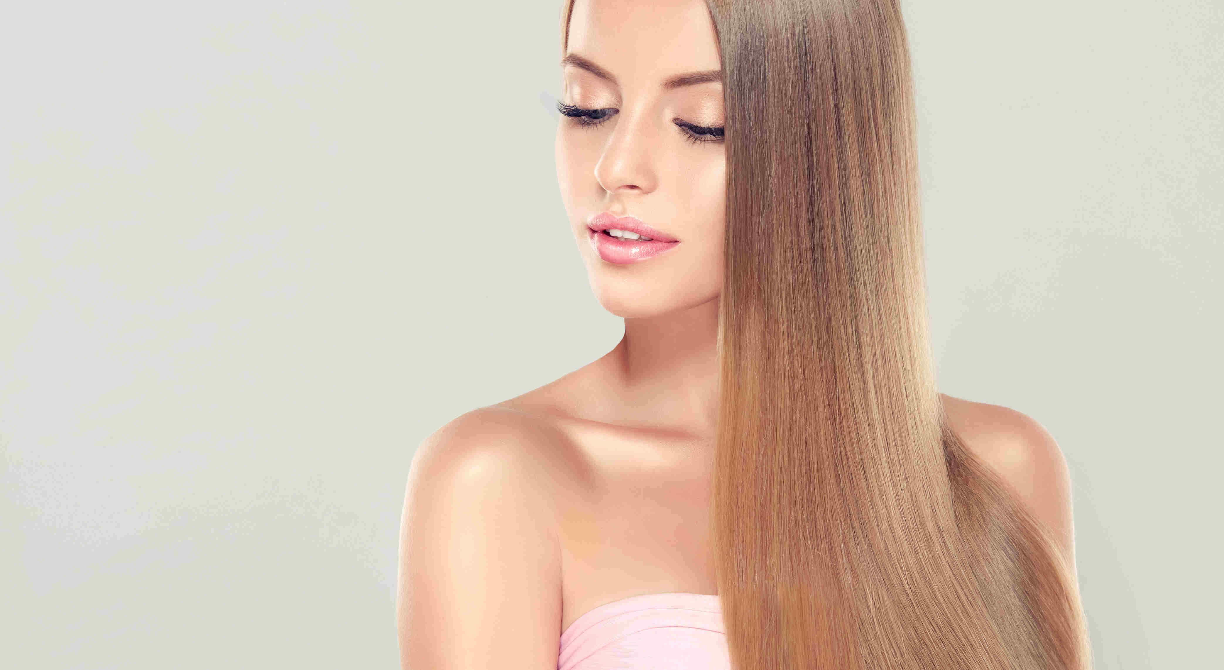 Junge Frau mit gepflegten Haaren